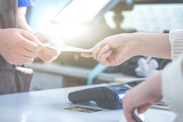 Cách rút tiền mặt và biểu phí rút tiền tại quầy giao dịch BIDV