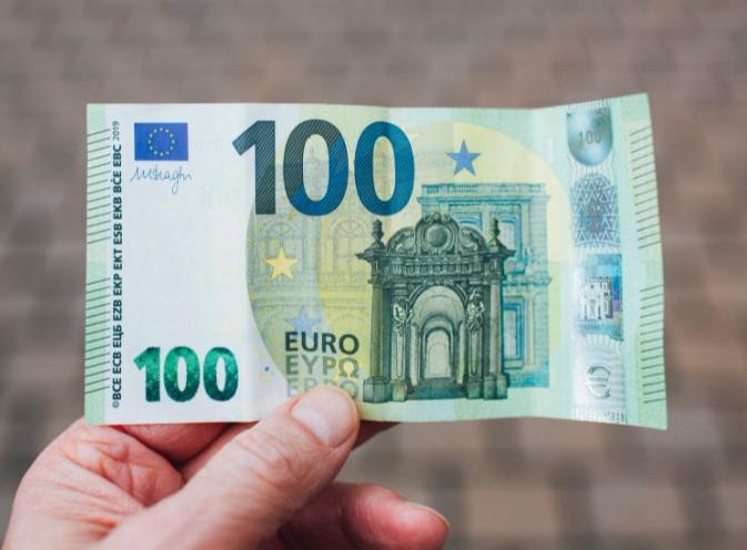 100 đô bằng bao nhiêu EURO